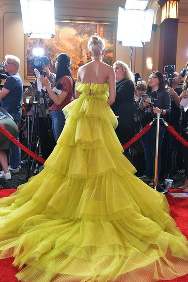 Pia Mia rực rỡ với váy vàng kiêu sa - 10