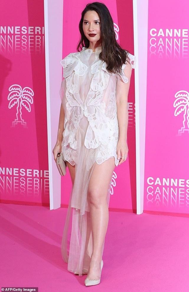 Olivia Munn trẻ đẹp như công chúa - 1
