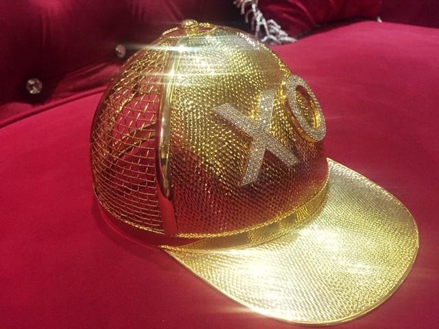 Mục sở thị chiếc nón vàng gần 1,85 tỷ đồng của đại gia Sài Gòn - 2