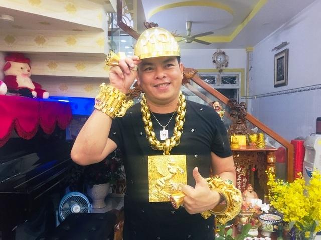 Mục sở thị chiếc nón vàng gần 1,85 tỷ đồng của đại gia Sài Gòn - 5