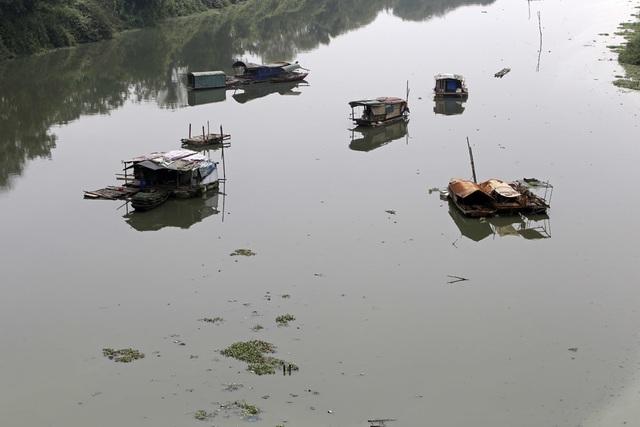 Khúc sông thối dưới cầu Long Biên ô nhiễm nghiêm trọng - 9