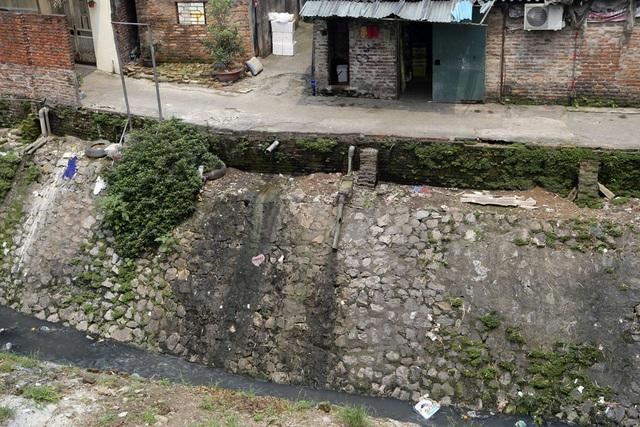 Khúc sông thối dưới cầu Long Biên ô nhiễm nghiêm trọng - 8