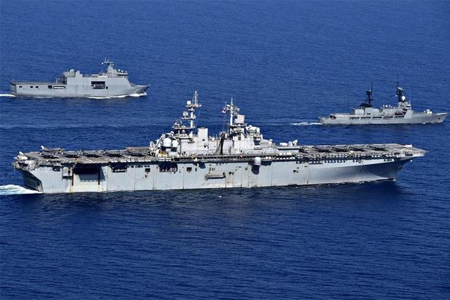 Tàu chiến, máy bay Mỹ - Philippines tập trận rầm rộ trên Biển Đông - 1