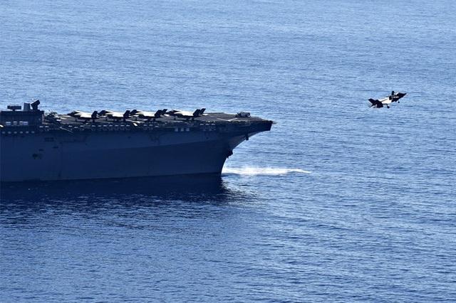 Tàu chiến Mỹ nghi xuất hiện gần bãi cạn tranh chấp trên Biển Đông - 2