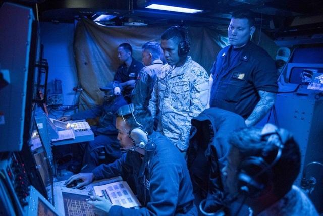 Tàu chiến, máy bay Mỹ - Philippines tập trận rầm rộ trên Biển Đông - 9