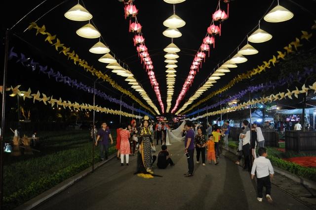 Di dời các mặt hàng phản cảm tại Festival văn hóa ở Hoàng thành Thăng Long - 5