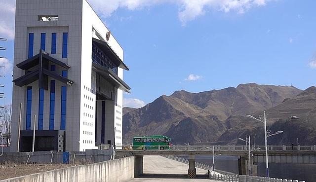 Khánh thành cầu xuyên biên giới: Cánh cửa giúp Triều Tiên giữa vòng xoáy trừng phạt - 1