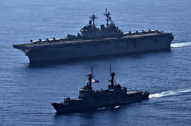 Tàu chiến, máy bay Mỹ - Philippines tập trận rầm rộ trên Biển Đông - 10
