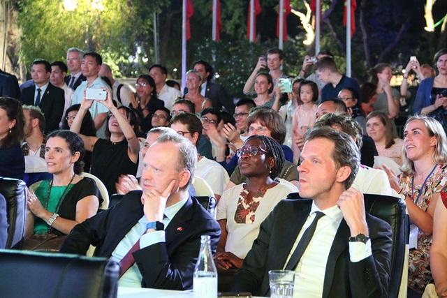 Thủ tướng Hà Lan - Việt Nam cùng xem diễn thời trang - 9