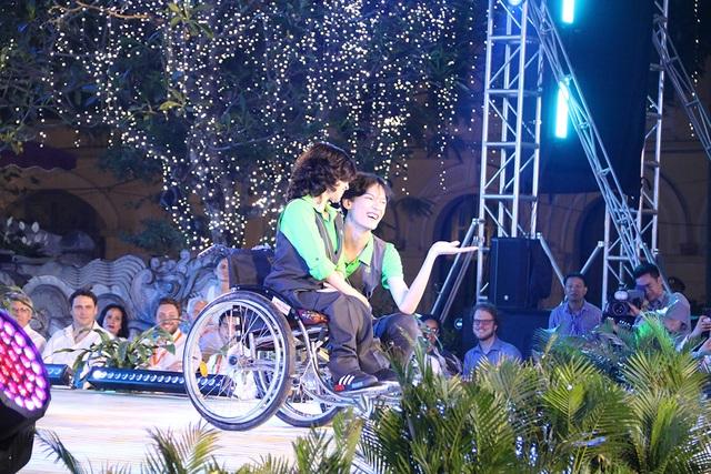 Thủ tướng Hà Lan - Việt Nam cùng xem diễn thời trang - 11