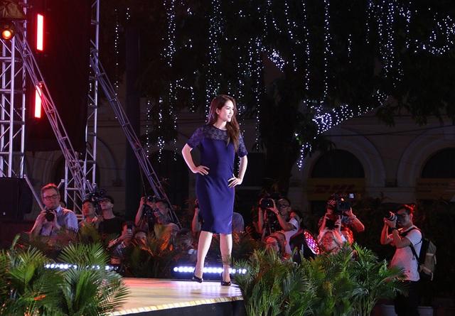 Thủ tướng Hà Lan - Việt Nam cùng xem diễn thời trang - 12