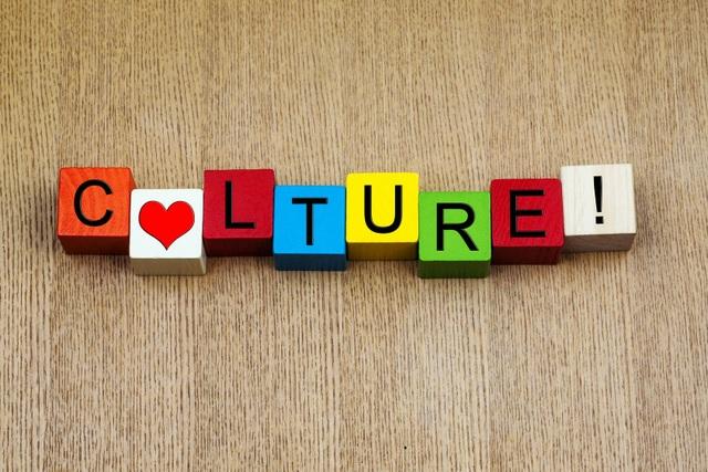 """Từ lùm xùm """"ăn burger bằng đũa"""", nghĩ về cách ứng xử văn hóa - Ảnh minh hoạ 4"""