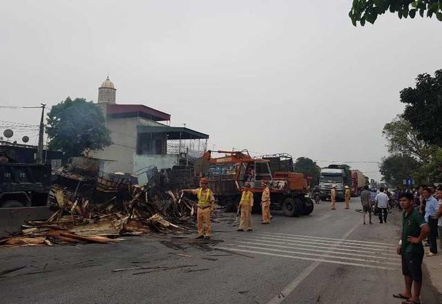 Hai ô tô bốc cháy dữ dội, 2 người bị thiêu cháy, quốc lộ tắc kinh hoàng - 9