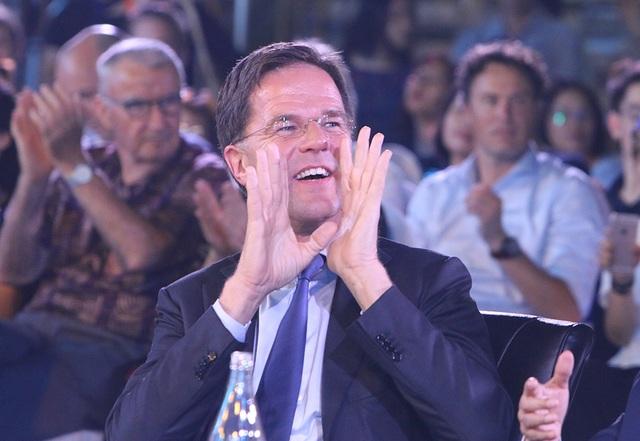 Thủ tướng Hà Lan - Việt Nam cùng xem diễn thời trang - 7