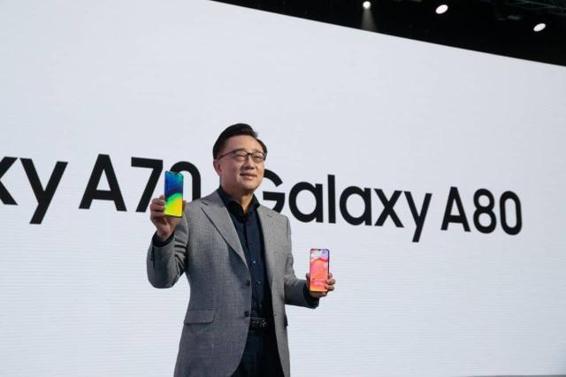 Samsung bất ngờ ra mắt Galaxy A80 có camera trượt xoay 180 độ - 4