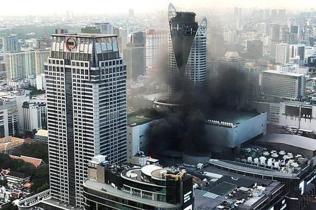 Hiện trường vụ cháy trung tâm thương mại Thái Lan khiến ít nhất 3 người chết - 1