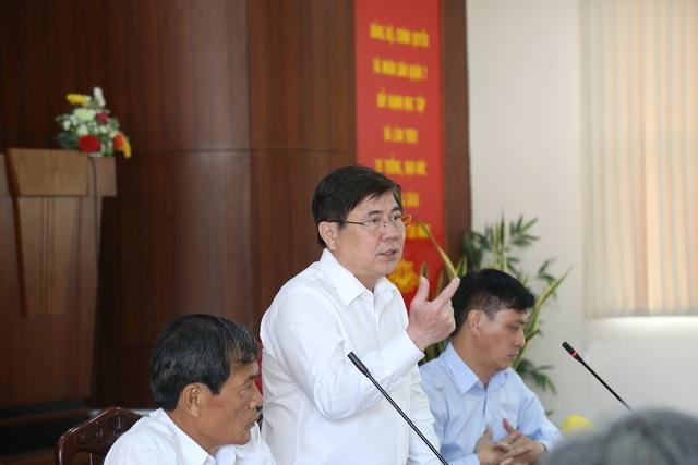 Chủ tịch TPHCM: Cán bộ phường phải trao đổi được với người nước ngoài - 1