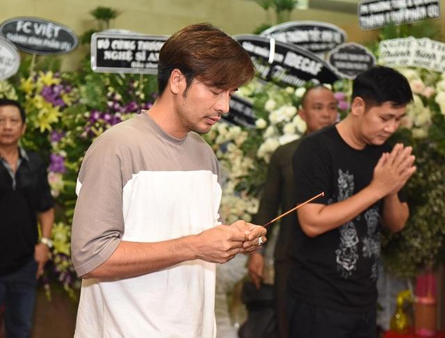 Nghệ sĩ nghẹn ngào tiễn biệt diễn viên hài Anh Vũ - 16