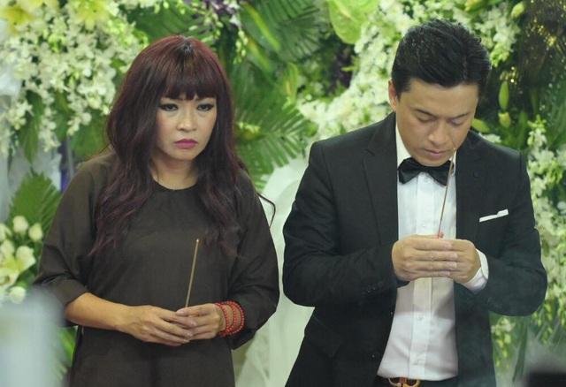 Nghệ sĩ nghẹn ngào tiễn biệt diễn viên hài Anh Vũ - 9