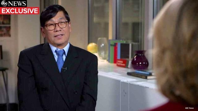 Bác sĩ gốc Việt bị lôi khỏi máy bay Mỹ lần đầu lên tiếng - 1