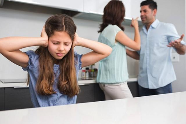 Làm gì để giúp trẻ vượt qua cú sốc tâm lý có cha mẹ ly hôn - 1
