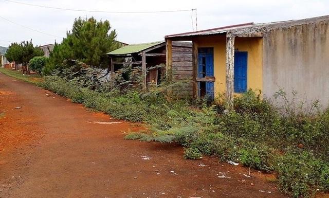 Dân bỏ khu định cư mới về lại buôn vì thèm nước sạch - 4
