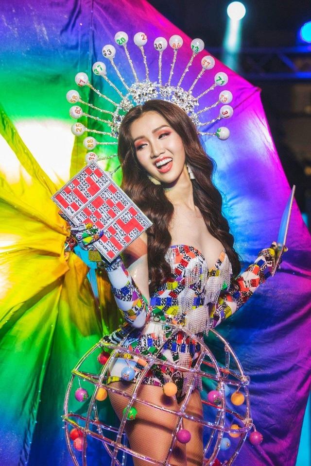Những cuộc tình trái ngang của mỹ nhân đồng tính kế vị Hương Giang Idol - 2