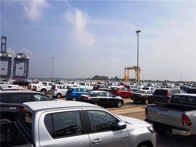 Ô tô nhập khẩu tăng hàng chục lần, giá xe giảm... nhẹ - 1