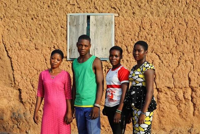 """Kỳ lạ thị trấn Nigeria được mệnh danh là """"thủ phủ sinh đôi của thế giới"""" - 12"""
