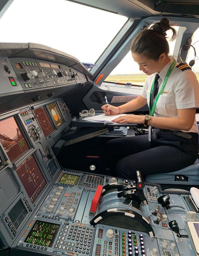 Say nữ phi công Việt xinh đẹp, giám đốc Pháp bay sang Mỹ nấu cơm, rửa bát - 2