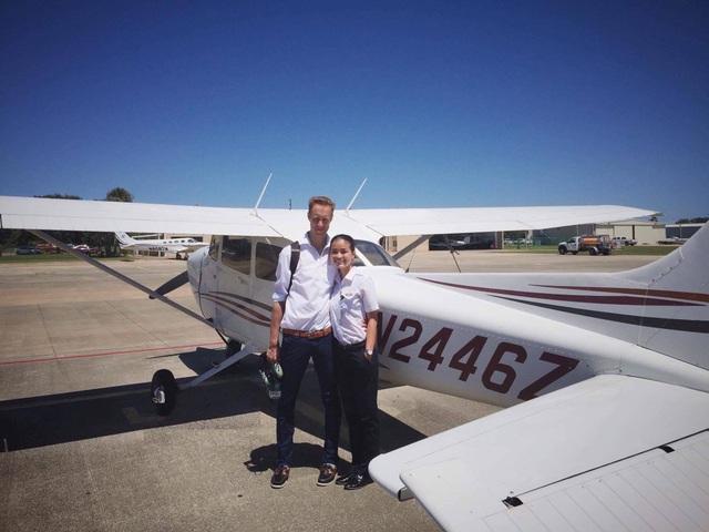 Say nữ phi công Việt xinh đẹp, giám đốc Pháp bay sang Mỹ nấu cơm, rửa bát - 4