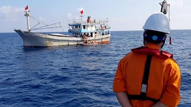 Xuyên đêm cấp cứu thuyền viên bị tai biến mạch máu não trên vùng biển Hoàng Sa - 1