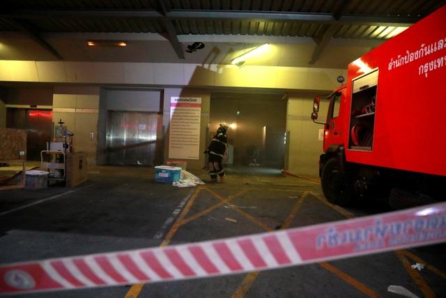Hiện trường vụ cháy trung tâm thương mại Thái Lan khiến ít nhất 3 người chết - 7