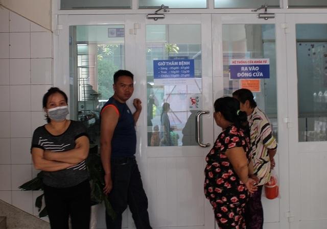 """Bệnh viện thu phí người thăm nuôi: """"Tận thu"""" hay """"đảm bảo an ninh""""? - 5"""