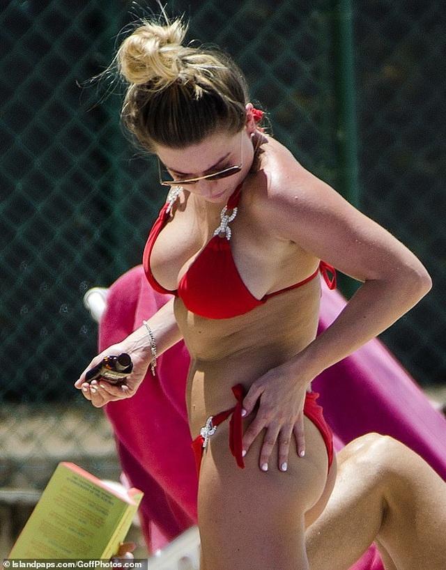 Cựu hoa hậu Anh bốc lửa với áo tắm - 8