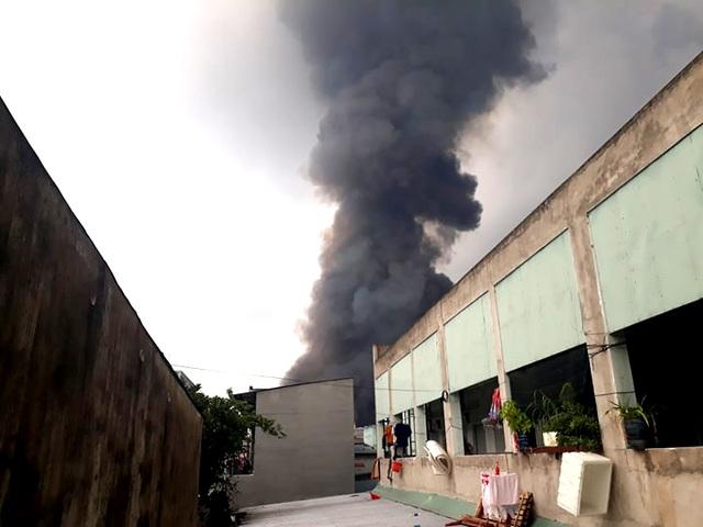 Cháy cực lớn trong khu công nghiệp Sóng Thần 2 - 8