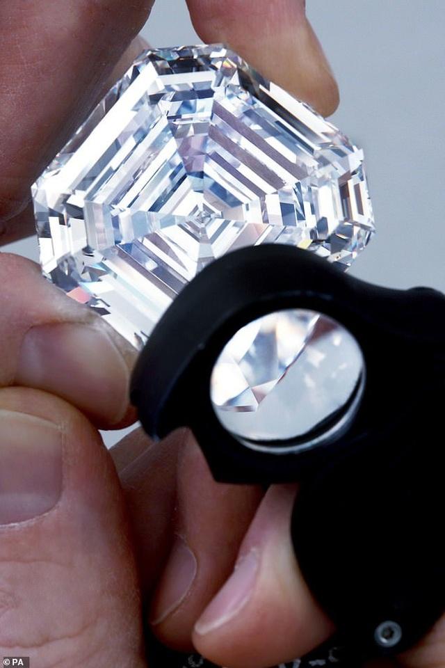 """Viên kim cương """"lớn nhất, trong nhất"""" đắt giá tới mức... không thể định giá - Ảnh minh hoạ 2"""