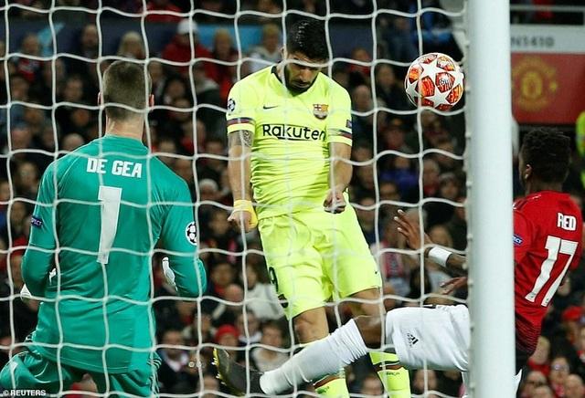 Những khoảnh khắc Barcelona hạ gục Man Utd ở Old Trafford - 1