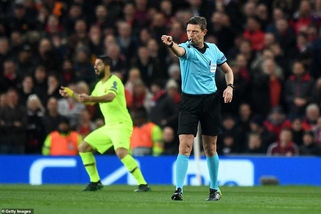 Những khoảnh khắc Barcelona hạ gục Man Utd ở Old Trafford - 4