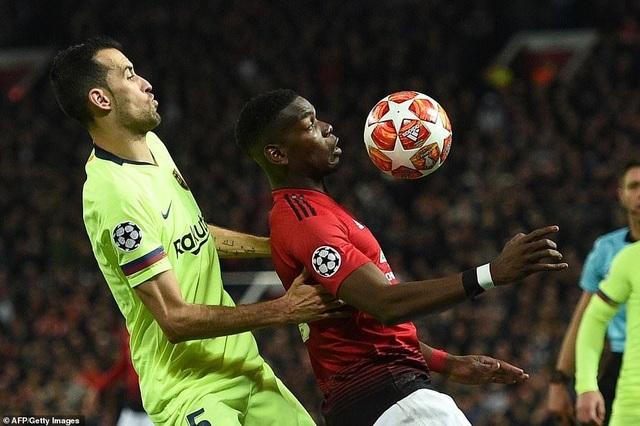 Những khoảnh khắc Barcelona hạ gục Man Utd ở Old Trafford - 15