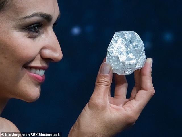 """Viên kim cương """"lớn nhất, trong nhất"""" đắt giá tới mức... không thể định giá - Ảnh minh hoạ 4"""