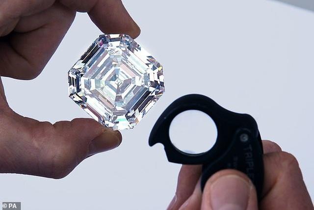 """Viên kim cương """"lớn nhất, trong nhất"""" đắt giá tới mức... không thể định giá - Ảnh minh hoạ 3"""
