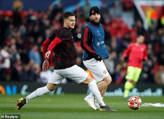 Man Utd 0-1 Barcelona: Luke Shaw phản lưới nhà - 25