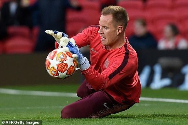 Man Utd 0-1 Barcelona: Luke Shaw phản lưới nhà - 24