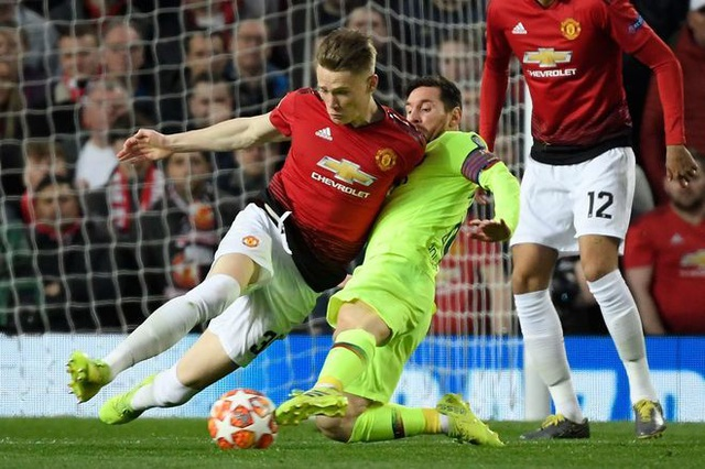 Man Utd 0-1 Barcelona: Luke Shaw phản lưới nhà - 9