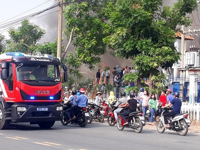 Cháy cực lớn trong khu công nghiệp Sóng Thần 2 - 11