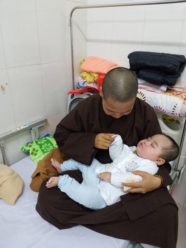 Bạn đọc giúp bé Thảo bị bỏ rơi hơn 150 triệu đồng - 2
