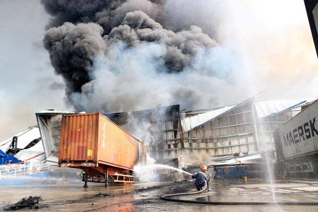 Cháy cực lớn trong khu công nghiệp Sóng Thần 2 - 4