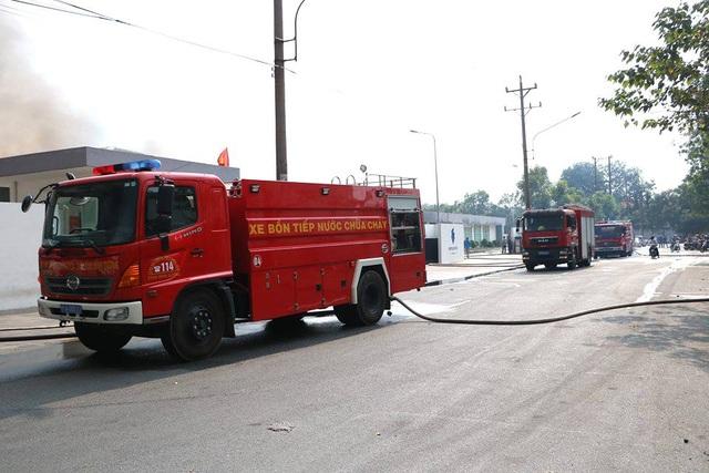 Cháy cực lớn trong khu công nghiệp Sóng Thần 2 - 15