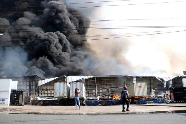 Cháy cực lớn trong khu công nghiệp Sóng Thần 2 - 5